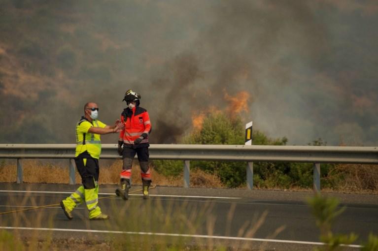 Bosbranden in Zuid-Spanje: brandweerman komt om, meer dan 900 mensen geëvacueerd