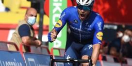 Wolfpack wint weer in Vuelta: Sénéchal snelste in ontregelde sprint