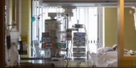 Ongevaccineerden zetten solidariteit tussen ziekenhuizen onder druk