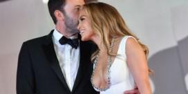 Eerste rode loper voor 'Bennifer': Jennifer Lopez en Ben Affleck poseren verliefd voor camera