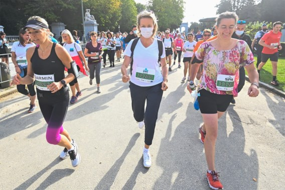 Koningin Mathilde wandelt 20 km door Brussel