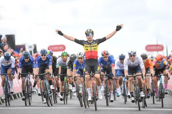 Van Aert niet te stoppen: wint nu ook slotetappe en klassement Tour of Britain