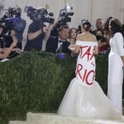 Opvallende jurk op Met Gala komt AOC opnieuw op kritiek te staan