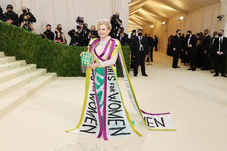 AOC ha criticato ancora una volta lo splendido vestito al Met Gala