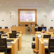 Cumulerende burgemeesters verkiezen Zoom boven parlement