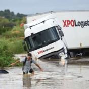 Ondergelopen pleinen en wegvliegende tuinmeubels: noodweer teistert Zuid-Frankrijk