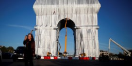 Postume Christo verbaast en charmeert Parijs