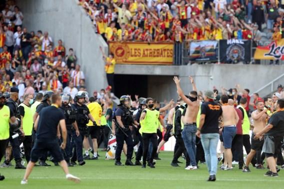 Opnieuw chaos tijdens Franse voetbalwedstrijd: supporters bestormen veld