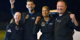 Vier SpaceX-ruimtetoeristen weer met voeten op aarde