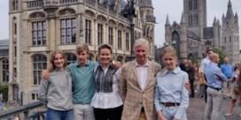 Koning Filip en gezin fietsen door Gent voor autoloze zondag: 'Leuk, zo'n beetje sporten'