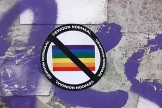 Antwerpse politie arresteert verdachte die anti-lgbti-stickers verspreidde