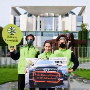 Milieuactivisten slepen BMW en Mercedes voor rechter