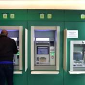 Vier grootste banken halveren aantal bankautomaten