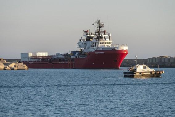 Reddingsschip brengt meer dan 120 migranten naar Sicilië