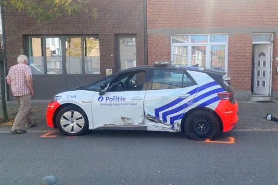 Wagen ramt twee politievoertuigen tijdens achtervolging in Hasselt
