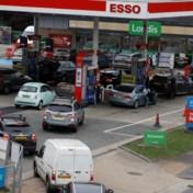 Lange wachtrijen aan Britse tankstations door tekort aan truckers