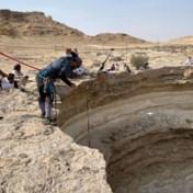 Onderzoekers dalen voor het eerst af in 'poort naar de hel'