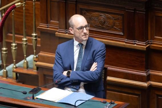 Van Peteghem wil fiscale voordeel topvoetbal en tweede verblijven weg in ruil voor meer nettoloon