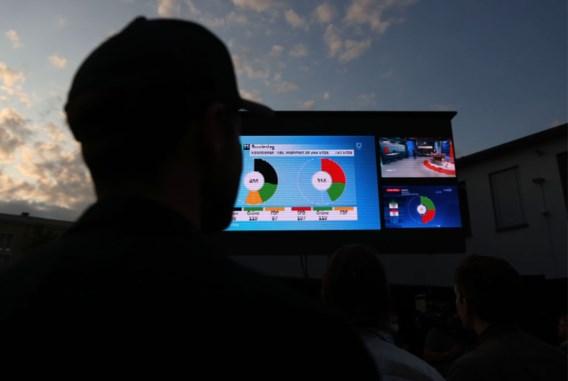 Duitsland gaat zonder winnaar de nacht in: Scholz en Laschet eisen kanselierschap op
