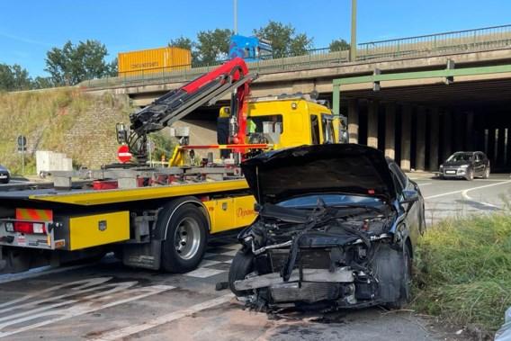Zwaar verkeersongeval na race op Antwerpse Ring: koppel zwaargewond, bestuurder op de vlucht