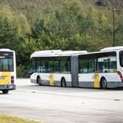 Vandalen vernielen banden van 135 bussen in drie stelplaatsen
