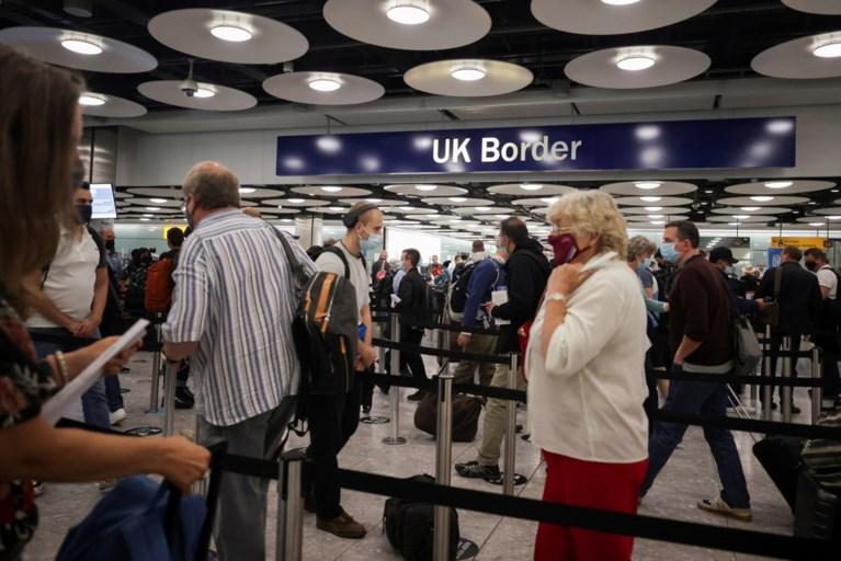 Dit verandert op 1 oktober: coronaregels versoepeld, ambtenarenlonen stijgen, paspoort voor reizen naar VK