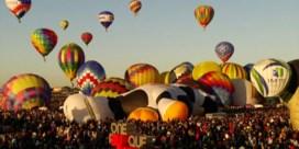 Honderden luchtballonnen stijgen op tijdens festival in VS