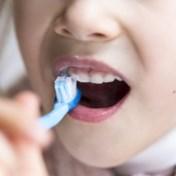 Kinderen vanaf zes jaar mogen hun tanden poetsen zoals volwassenen