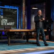 Jon Stewart is terug, met Nobelprijswinnares