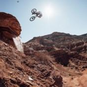 Waaghalzen storten zich van canyon in spectaculairste mountainbikerace ter wereld