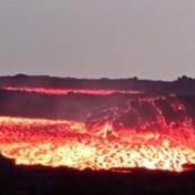 Rotsblokken surfen mee op hete lava van Cumbre Vieja