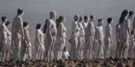 Uit de kleren voor de Dode Zee