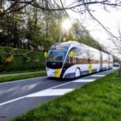 Minister Peeters tracht Nederland warm te maken voor trambus