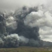 Grootste vulkaan in Japan barst uit