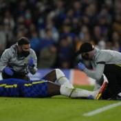 Romelu Lukaku geblesseerd vervangen bij Chelsea na harde tackle op de enkel