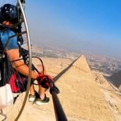 Paraglider maakt knappe beelden van piramides van Gizeh