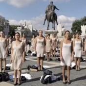 Stewardessen Alitalia uit de kleren bij protest