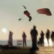 Paragliders vallen 20 meter diep na botsing