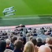 Antwerp-fans laten opblaasrollator over tribunes rollen na gewelddadig incident